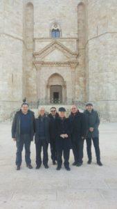 Alcuni partecipanti al Consiglio nazionale di fronte al Castello Federico II ad Andria
